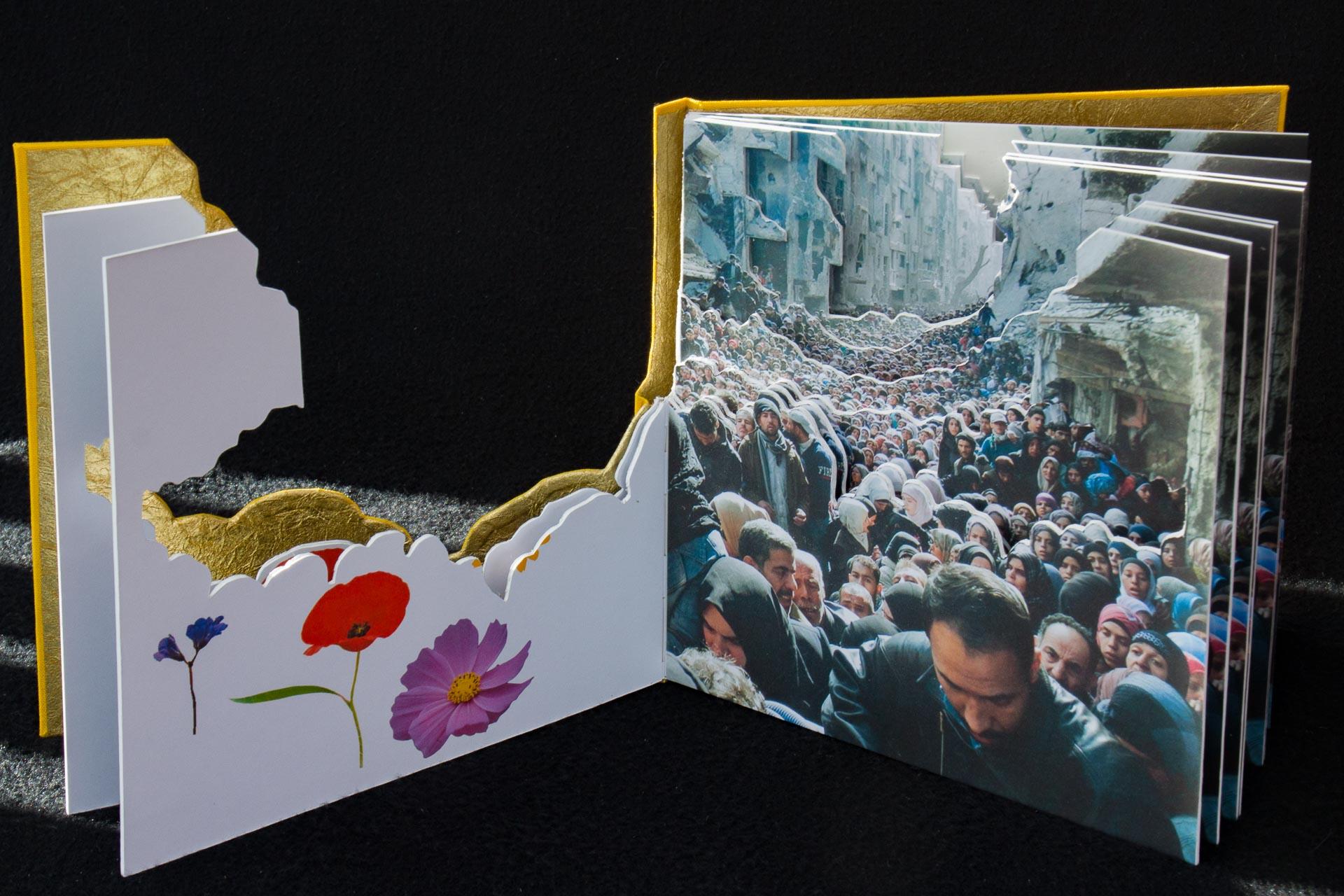 Boek van Emmy van Eijk met foto vluchtelingen