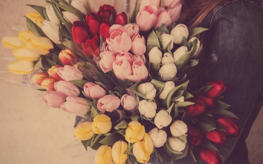 een bos tulpen voor moederdag